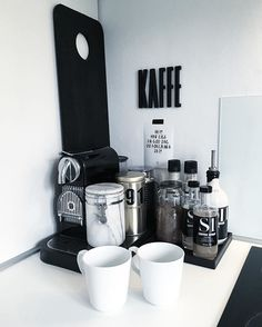 coffee station in black and white with all the accessories Coffee Bar Home, Home Coffee Stations, Coffee Tray, Kitchen Styling, Kitchen Storage, Kitchen Interior, Kitchen Decor, Kitchen Modern, Küchen Design