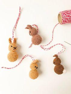 Crocheted bunnies as a magical Easter decoration-Gehäkelte Häschen als zauberhafte Osterdekoration For the Easter bush and as a gift, crochet, - Easter Crochet, Crochet Bunny, Knit Or Crochet, Free Crochet, Easy Knitting Projects, Easy Knitting Patterns, Crochet Patterns, Cardigans Crochet, Knitting Needle Conversion Chart