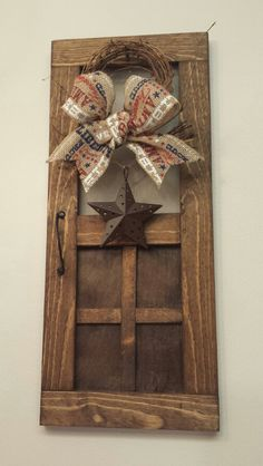 Mini Wood Screen Door Wreath, Rustic Barn Star Mini Screen Door, of July… Country Crafts, Country Decor, Rustic Decor, Wood Screen Door, Screen Doors, Primitive Crafts, Primitive Decorations, Primitive Country, Barn Wood Crafts
