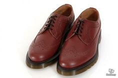 Doctor Martens Brogues in Cherry