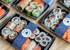 Sushi Daily is Europe's leading sushi kiosk business with over 700 counters in supermarkets including Waitrose and Carrefour. Sushi Lunch, Sushi Party, Sushi Design, Food Design, Oshi Sushi, Foodtrucks Ideas, Sushi Logo, Sushi Master, Best Sushi