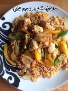 Serves 2 Ingredients: diced chicken breast fillets 1 green pepper ~ sliced 1 yellow pepper ~ sliced 1 onion ~ sliced 1 chilli ~ sliced teaspoon crushed chilli flakes 1 teaspoon sea salt 1 egg pack of smash Frylight 1 ~ Place smash on a plate Slimming World Dinners, Slimming World Diet, Slimming World Recipes, Healthy Eating Recipes, Diet Recipes, Chicken Recipes, Cooking Recipes, Healthy Eats, Recipies