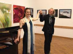 Salonière Maja Fluri (Sopran), Wolfgang Wippel (Klavier) Villa, Friends, Dresses, Fashion, Art & Literature, Visual Arts, Piano, Culture, Actor