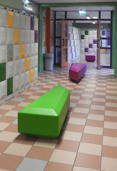These Coffin Lounge seating elements in the Arc Laurens Lyceum Rotterdam are so perfectly matched with colour and shape of the lockers. School Furniture, Street Furniture, Modular Furniture, Funky Furniture, Lounge Seating, Rotterdam, Neon Green, Coffin, Lockers