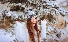 Картинка зима, лес, снег, девушка, восторг, радость, шапочка