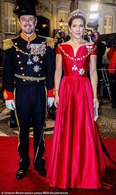 Royal Family Around the World: Crown Princess Mary of Denmark Denmark Royal Family, Danish Royal Family, Princesa Mary, Crown Princess Mary, Prince And Princess, Style Royal, Danish Royalty, Royal Dresses, Royal Jewels