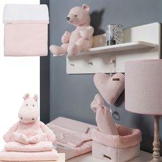Een hele zachte, bescheiden kleur roze. In 2 series van Baby's Only komt deze kleur voor en Koeka heeft de deken Vizela in deze kleur. Genaamd Classic Roze of Wwater Pink
