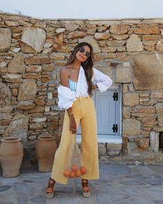 A Cool Way To Style Your Crisp White Shirt Source by trendymood outfits street Casual Outfits, Summer Outfits, Cute Outfits, Look Fashion, Fashion Outfits, Fashion Trends, Moda Hipster, Look Boho, Moda Chic