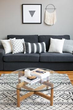35 Stunning Minimalist Interior Designs To Copy simple living room decor - Living Room Decoration Living Room Grey, Living Room Sofa, Apartment Living, Interior Design Living Room, Living Room Designs, Living Room Furniture, Apartment Therapy, Living Rooms, Dark Grey Carpet Living Room