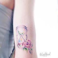 33 Nature Inspired Illustrative Tattoos by Luiza Oliveira - TattooBloq Red Tattoos, Pretty Tattoos, Flower Tattoos, Wrist Tattoos For Women, Tattoos For Women Small, Small Tattoos, Pastell Tattoo, Tattoo Bunt, Small Colorful Tattoos