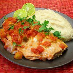 Filete de salmón (o pescado blanco) a la mexicana con puré de habas. // Salmon a la mexicana (sauteed with tomatoes, onions, jalapeño) with a puree of seasoned fava beans.