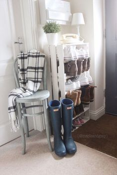 We have a tiny space in our entry way which I needed to find the perfect piece to provide some storage for our shoes. I wasn't able to find a storage solution the right size for the space so I turned three wooden crates from IKEA into a shoe rack. Wooden Crates Shoe Storage, Diy Shoe Storage, Crate Storage, Storage Hacks, Storage Solutions, Storage Ideas, Smart Storage, Storage Shelves, Crate Bench