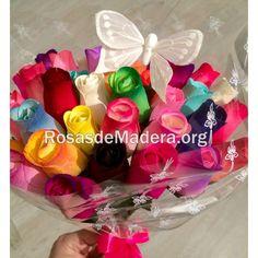 #Mariposa en un ramo de flores Pink Butterfly, Wooden Flowers, Rose Bouquet, Floral Bouquets