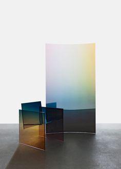 tendance-iridescence-Tall-Horizon-Screen-and-Ombr-Glass-Chair-German-Ermics-huskdesignblog