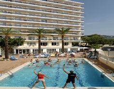 The Oasis Park Hotel Calella Serhs 3 Star is located just 450 meters from Calella beach and features 209 fully equipped rooms.