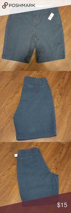 """Men's flat front shorts NWT New with tags and in perfect condition. The inseam measures 10"""". Top to bottom measures 21.5"""".   Feel free to ask if you have any questions. :) Roebuck and Co. Shorts Flat Front"""