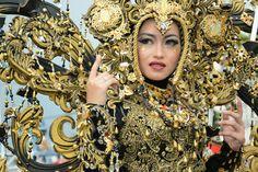 Jember Fashion Carnaval 2016 Carnival, Crown, Jewelry, Fashion, Moda, Corona, Jewlery, Jewerly, Fashion Styles