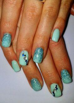 Unghie gel azzurro Tiffany con brillantini strass punti luce e glitter  argento verde e blu ddd8aa58e94