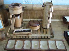 Artesanías y Muebles Especializados en Guadua y Bambú | BambuTurismo Bamboo Art, Bamboo Crafts, Coffee Tray, Bamboo Architecture, Bamboo Design, Bamboo Furniture, Kitchen Accessories, Handicraft, Exterior Design