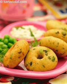 Cabbage vadas, rich in nutrients, these are inspired from south indian cuisine are loaded with cabbage, onions, and peas. Flavoured with fresh coriander and chillies, they taste great with green chutney or tomato ketchup.