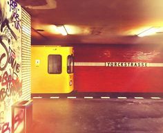 #yorckstrasse #ubahn #abfahrt #train #trainlovers #trainstation #berlin #berlinstagram ig_berlin #bahnhof #trainsofinstagram #u7 #station #yellow #bvg #bvgram U Bahn, Train Station, Berlin, Random, Instagram Posts, Casual
