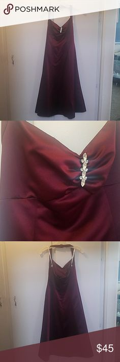 David's bridal dress Tea length bridesmaid/prom dress. Sweetheart neckline with halter top. Zips up back. Wine color. Size 2. Worn once, in great shape! Style 8933. David's Bridal Dresses Prom