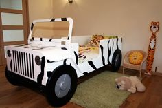 Cool children car beds for toddler boy bedroom design ideas: Amazing safari car bed without roof for your toddler bedroom