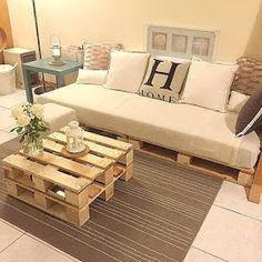 Now you can earn use of recycled pallet wood to create innovative and more handy parts of furniture for coffee table. There are two major varieties of wood pallets. 1 important thing with pallet furniture is you will want to finish it. Diy Pallet Sofa, Wooden Pallet Furniture, Diy Sofa, Diy Pallet Projects, Home Furniture, Pallet Ideas, Pallet Tables, Indoor Furniture Ideas, Outdoor Furniture