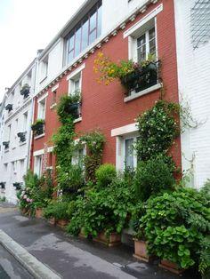 Maison de ville dans la rue Brillat-Savarin avec une façade jardin, Paris 13e (75), juillet 2010, photo Alain Delavie