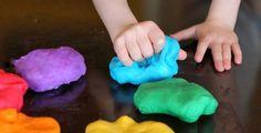 Plastelína patří k nejoblíbenějším dětským hračkám