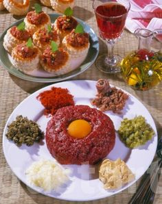 Lajos Mari konyhája - Tatárbifsztek Hungarian Recipes, Hungarian Food, Steak, Grains, Curry, Eggs, Breakfast, Morning Coffee, Curries