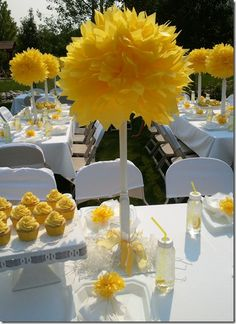 New Brunch Table Decorations Paper Flowers Ideas Baby Shower Giraffe, Baby Shower Yellow, Baby Yellow, Mellow Yellow, Baby Shower Parties, Baby Shower Themes, Shower Ideas, Party Centerpieces, Table Decorations