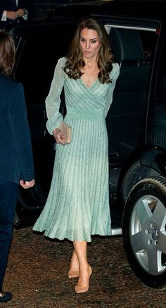 The Duchess of Cambridge arrives at the Empire Music Hall in Belfast, as part of the Duke and Duchess of Cambridge's two day visit to Northern Ireland. Looks Kate Middleton, Estilo Kate Middleton, Kate Middleton Outfits, Kate Middleton Fashion, Duke And Duchess, Duchess Of Cambridge, Belfast, Empire Music, Duchesse Kate
