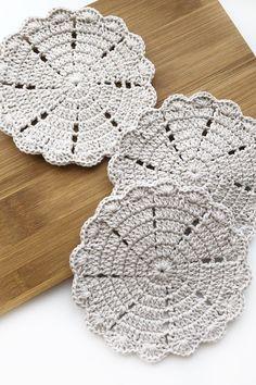 Decorative doilies, crochet cup coasters by SweethomeByLulu Crochet Hot Pads, Crochet Box, Crochet Doilies, Doily Patterns, Knitting Patterns, Crochet Patterns, Knitted Pouf, Knitted Blankets, Crochet Coaster Pattern