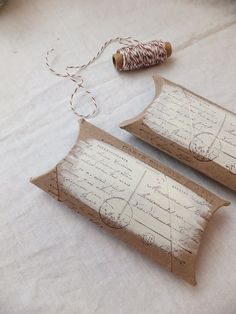 How to make postcard paper roll pillow boxes: paper roll + craft paint + Carte Postale rubber stamp by Stampendous. With step-by-step photos.