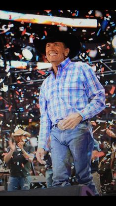 I still habe some of that confetti. Male Country Singers, Country Musicians, George Strait Family, Joyce Taylor, Country Music Videos, Miranda Lambert, Popular Quotes, King George, Live Long