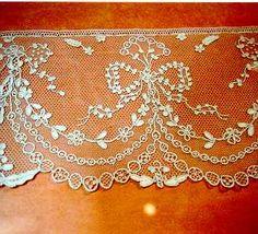 dentelles : volant du musée d'alençon Lace Patterns, Embroidery Patterns, Machine Embroidery, Sewing Patterns, Needle Lace, Bobbin Lace, Antique Lace, Vintage Lace, Tulle Lace