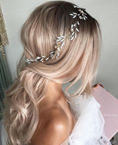 Featured Hairstyle: Courtesy of Ulyana Aster;ulya… Featured Hairstyle: Courtesy of Ulyana Aster; Elegant Wedding Hair, Wedding Hair Pieces, Trendy Wedding, Luxury Wedding, Side Bangs With Long Hair, Short Hair, Wedding Hair Inspiration, Wedding Hairstyles For Long Hair, Prom Hairstyles