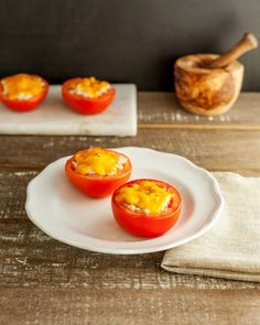 19. Tuna Melt Stuffed Tomatoes #glutenfree #lunch #recipes http://greatist.com/eat/gluten-free-recipes-to-make-for-lunch