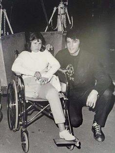 Rare Elvis Photos, Change Of Habit, Elvis Presley Priscilla, Cult Of Personality, Young Elvis, Most Handsome Men, Graceland, Vintage Hollywood, American Singers