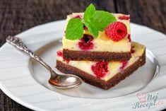 Nízko kalorický cheesecake brownie s malinami Cheesecake Brownies, Mini Cheesecakes, Homemade Cakes, Panna Cotta, Ham, Food And Drink, Low Carb, Baking, Treats