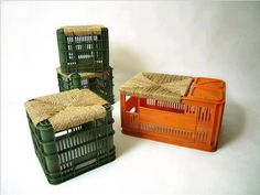 We used to use regular milk crates and we called them sittin' chickens. Reseating of old crates ! just creative and beautiful ! Milk Crate Furniture, Diy Furniture, Outdoor Furniture, Reuse Recycle, Upcycle, Diy Décoration, Diy Crafts, Crate Stools, Diys