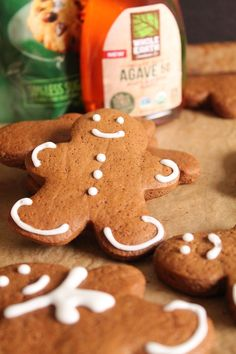 vegan christmas cookies Weihnachtspltzchen These vegan gingerbread cookies are easy to make and are decorating fun for the whole family. Click the photo for the full recipe. Vegan Holiday Cookie Recipe, Vegan Christmas Cookies, Easy Cookie Recipes, Holiday Cookies, Snack Recipes, Vegan Recipes, Holiday Recipes, Low Sugar Cookies, Ginger Bread Cookies Recipe