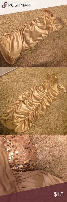 👗Charlotte Russe Gold Sequin one shoulder dress👗 👗Charlotte Russe Gold Sequin one shoulder dress. Only worn once👗 Charlotte Russe Dresses One Shoulder