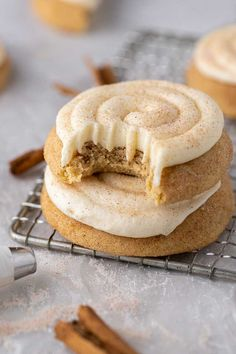 The Best CRUMBL Snickerdoodle Cupcake Cookies - Lifestyle of a Foodie Fun Baking Recipes, Sweet Recipes, Cookie Recipes, Dessert Recipes, Baking Ideas, Dessert Ideas, Just Desserts, Delicious Desserts, Yummy Food