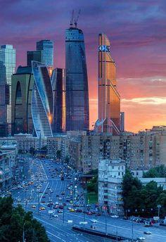 Comercio electrónico en Moscú crece un 13,4% durante la primera mitad del año  La industria del comercio electrónico en Moscú alcanzó los 174,8 mil millones de rublos rusos, en este momento alcanza 2.400 millones de euros, durante la primera mitad del año 2016. Esto representa un aumento del 13,4 por ciento en comparación con el mismo período del año pasado.  Patrick Philippe  http://www.losdomingosalsol.es/20161009-noticia-comercio-electronico-moscu-crece-13-durante-primera-mitad-ano.html
