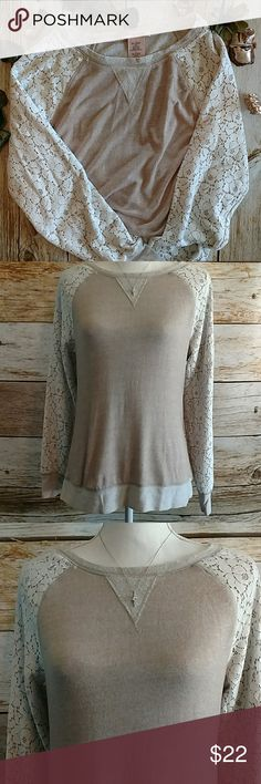 Philosophy Lace arm Sweater .Size Large Philosophy.Size Large.Lace arms. Shell is 76% Rayon 24% Polyester. Lace is 52% Nylon 48% Cotton (107A) Philosophy Sweaters Crew & Scoop Necks