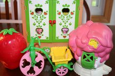 strawberry shortcake dolls and miniatures. had it all.