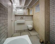 House of Trace: translation missing: en.style.bathroom.minimalist Bathroom by TSURUTA ARCHITECTS