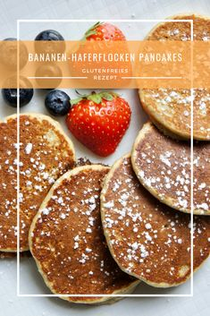 Banana oatmeal Bananen-Haferflocken Pancakes Recipe for gluten-free banana oatmeal pancakes - Best Pancake Recipe Fluffy, Homemade Pancakes Fluffy, Banana Oatmeal Pancakes, Chocolate Chip Pancakes, Clean Eating Pancakes, Clean Eating Snacks, Banana Design, Dessert Sans Gluten, Desserts Sains